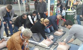 Mersin'de Halk Kalp Masajı Öğreniyor