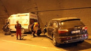 ambulans-ile-cip-carpisti-3-saglik-personeli-7889058_x_o