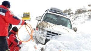 ardahan-da-icerisinde-hasta-bulunan-ambulans--8099074_x_o