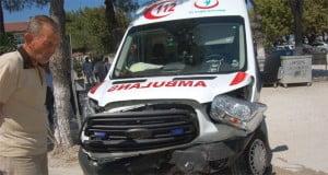 lapsekide-otomobil-ambulansla-carpisti-1202153-664x354